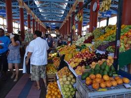 01 Indoor market in Mollenda