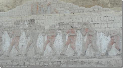 06 El Brujo, captives on wall