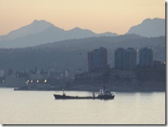 06 Valparaiso bay with mountains at sunrise
