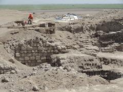 15 Archeologists excavating at El Brujo