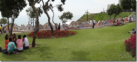 25 Panarama of Gaudiesque wall in Lima park