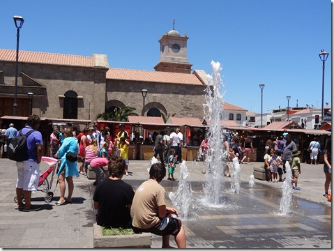 35 Market near La Serena, with fountain