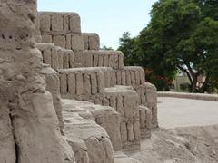 37 book-style adobe bricks at Huaca Pucllana