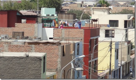 43 Washing on roof & unfinished roof, Lima