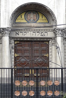 15 Entrance to old synagogue
