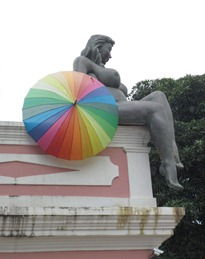 25 Olinda bldg statue