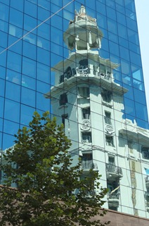 28 reflected bldg on Avenida 18de Julion