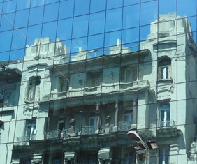 29 reflected bldg on Avenida 18 de Julio