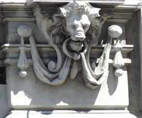 32 Architectural detail