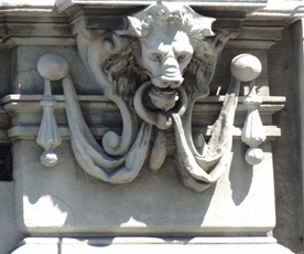 32 Architectural detail