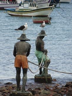 33 Fishermen statue with gulls