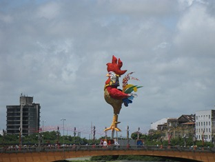 33 Giant Rooster on bridge in Recife