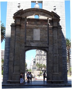 39 Rick at City gate, with Plaza Independencia behind