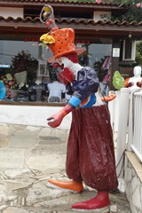 43 sculpture of juggling clown