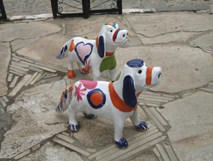 67 Sculpture of dogs
