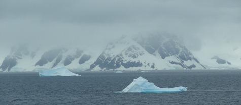 96 Iceberg & mountain