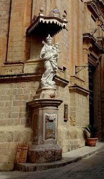 129a. Malta Mdina Church statue