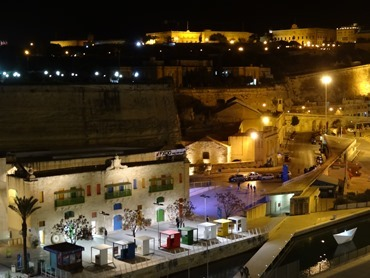 245. Malta Valleta  & Vitorioso by night from ship