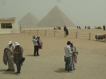71.Giza (Pyramids)