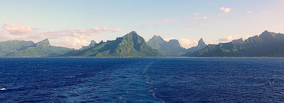 105. Opanuhu Bay, Moorea