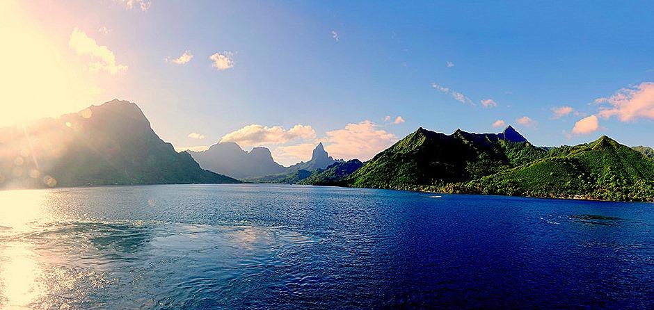 1a. Opanuhu Bay, Moorea_stitch