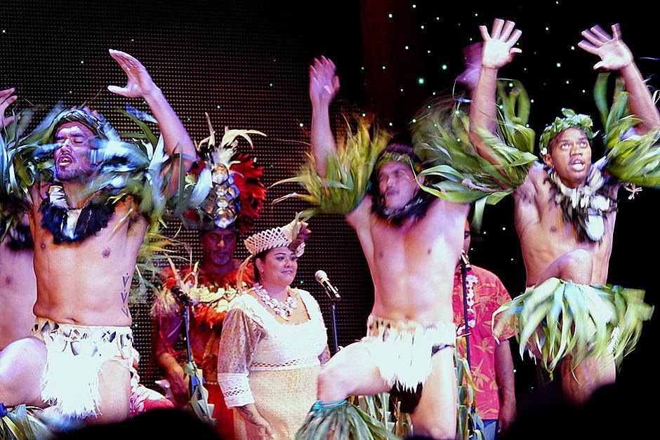233. Tahiti Polynesian Show