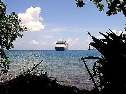37. Opanuhu Bay, Moorea