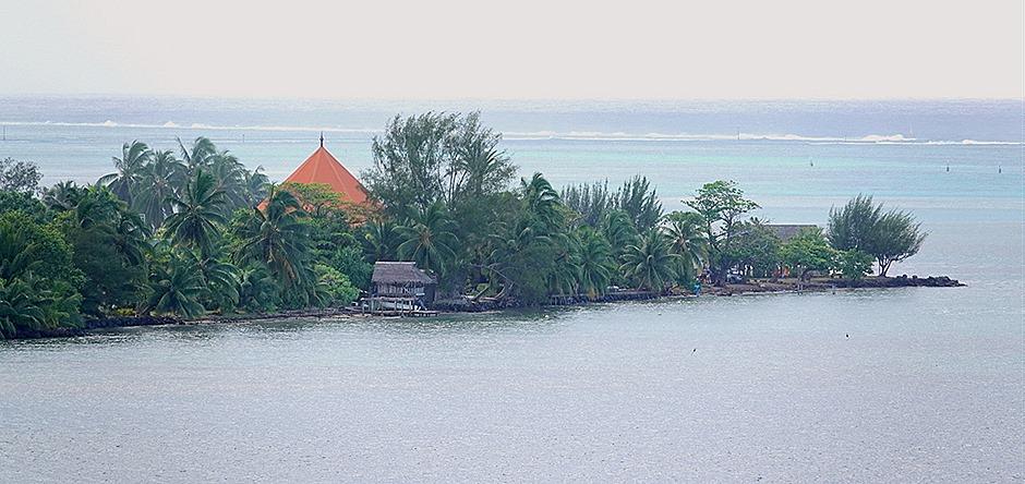 69. Opanuhu Bay, Moorea