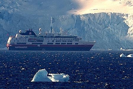 167a. Antarctica (Day 1) edited_stitch