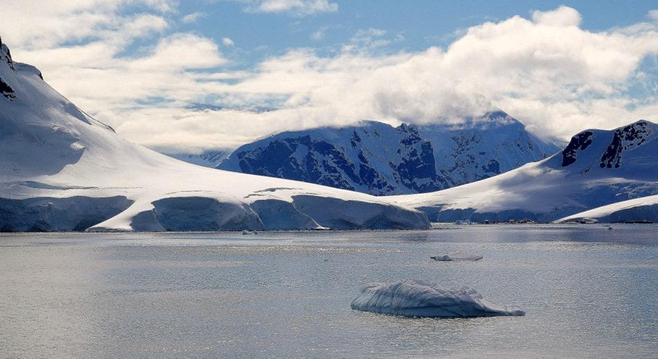 252a. Antarctica (Day 1) edited_stitch